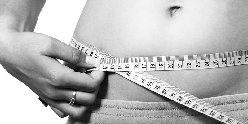 Mesure du tour de taille pour calculer sa masse graisseuse