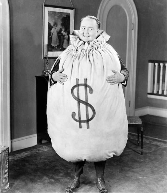 Photo en noir et blanc d'un gros bonhomme corrompu