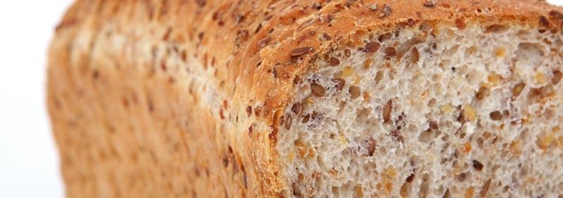 Le pain complet est un aliment riche en fibres.